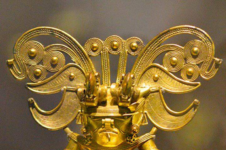 El-Hombre-Murcielago-–-Pechera-usada-por-el-jefe-espiritual-–-en-Oro-Tayrona